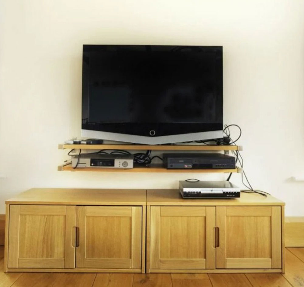 Electrical cables How to hide electrical cables in the living room (short tips)