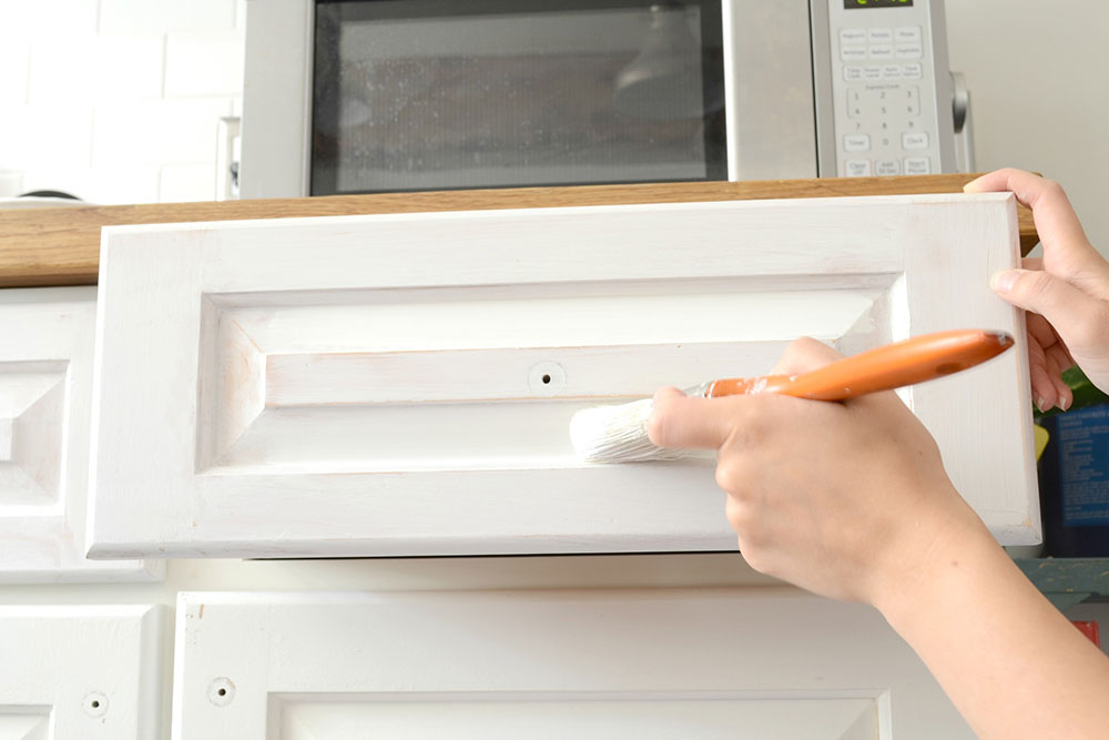 paint1-1 How to paint kitchen cabinets without sanding