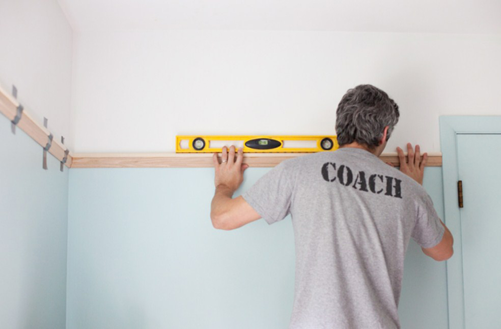 1picture-rail How to hang pictures on plaster walls and let them stick there