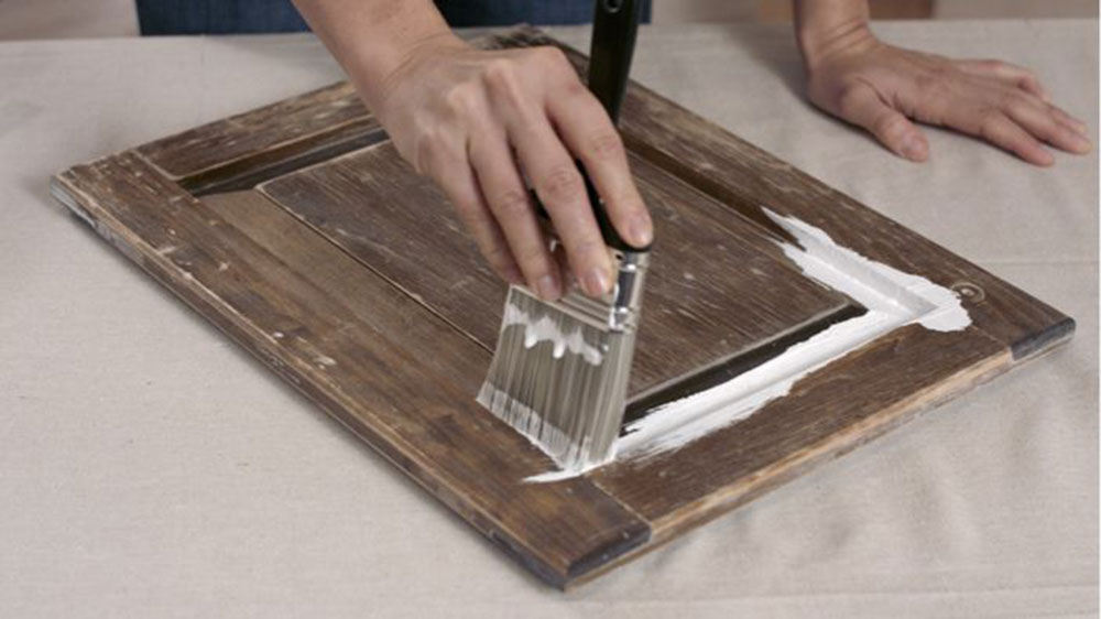 Primer How to paint a washbasin quickly and stress-free