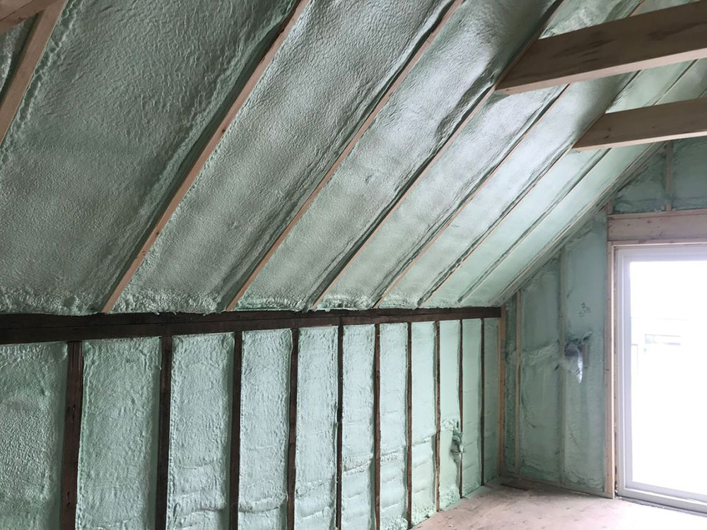 Closed-Spray-1 spray foam insulation against glass fiber, and that's better