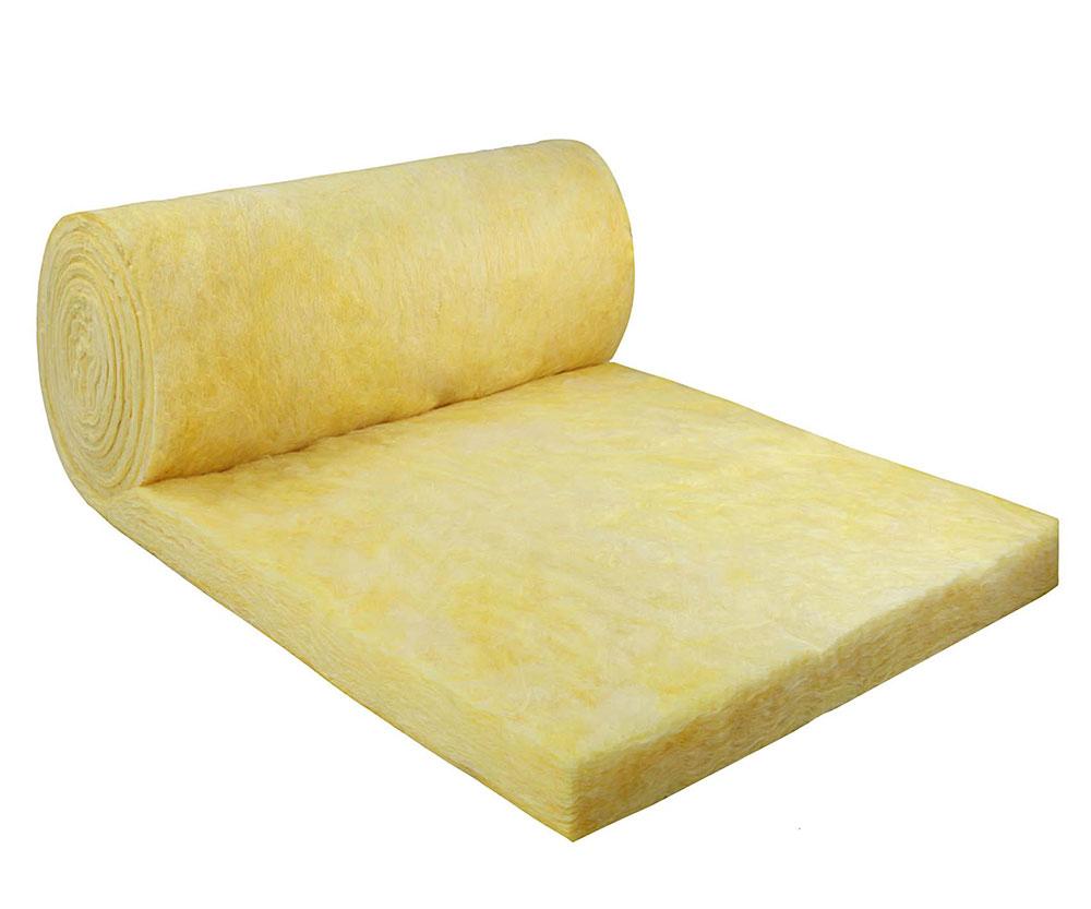 Fiberglass blankets spray foam insulation against fiberglass, and that's better