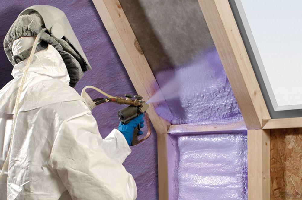 Spray foam installation Spray foam insulation against fiberglass, and that's better