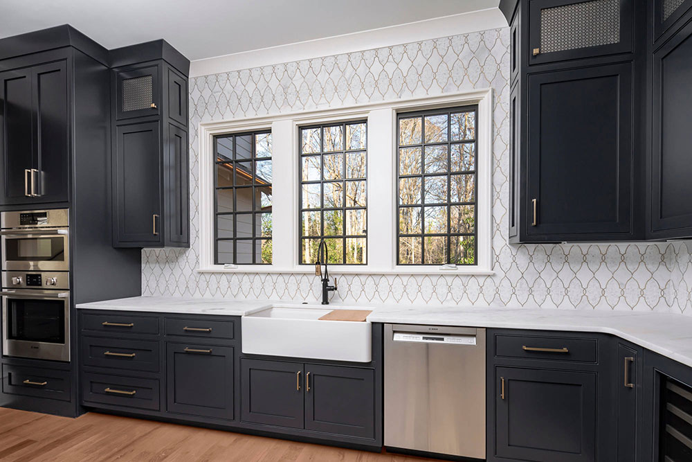 Scullery-by-pike properties What is the standard worktop overhang?  (Replied)
