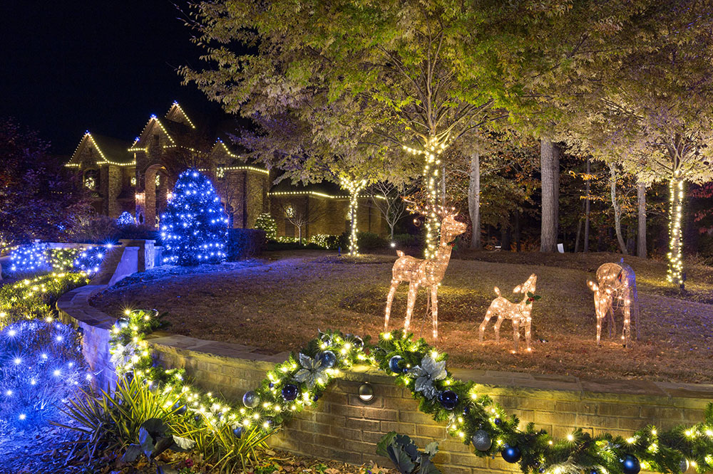 Acworth-Christmas-Lighting-2016-by-Lights-Over-Atlanta Ideas for outdoor Christmas lights that you can use to decorate your home