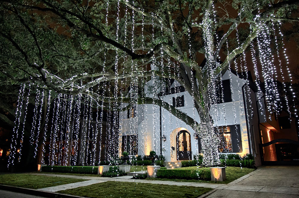 Christmas lights through the perfect light Ideas for outdoor Christmas lights that you can use when decorating your home