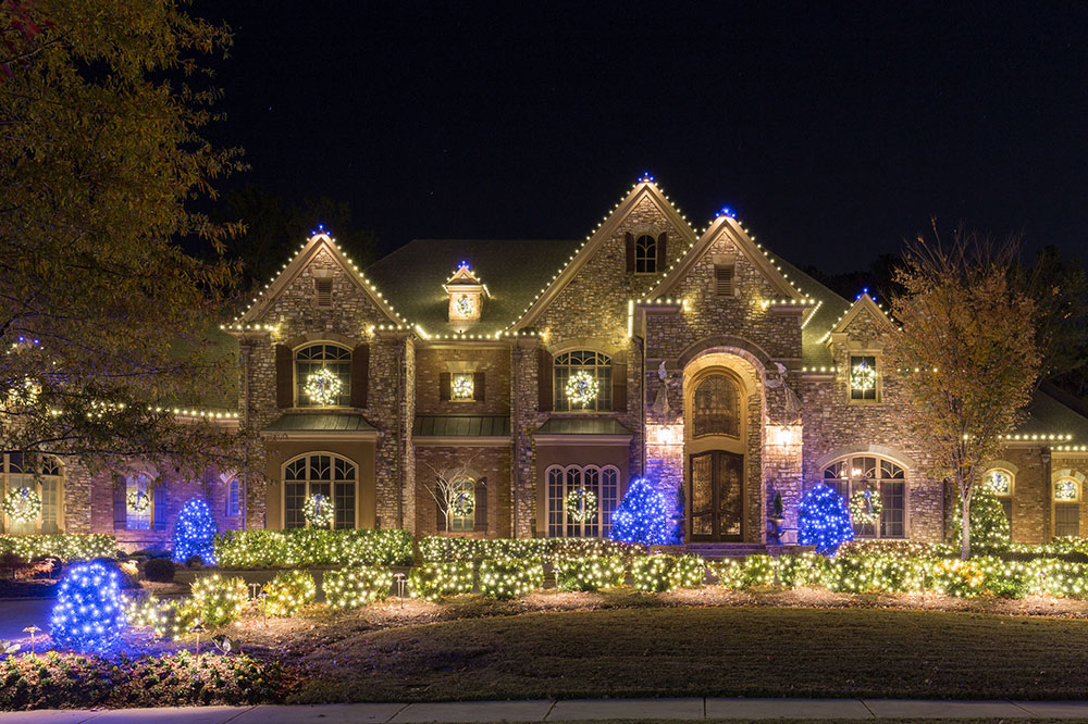 Acworth-Christmas-Lighting-2016-by-Lights-Over-Atlanta1 ideas for outdoor Christmas lights that you can use to decorate your home