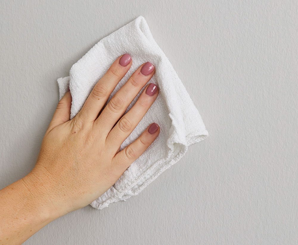alcohol cleaning1 How to remove nail polish from walls and have clean walls again