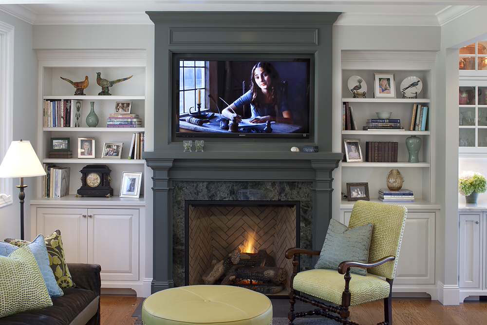 Projekt-in-Tiburon-von-Julie-Williams-Design How to decorate a fireplace mantel (neat decoration ideas)
