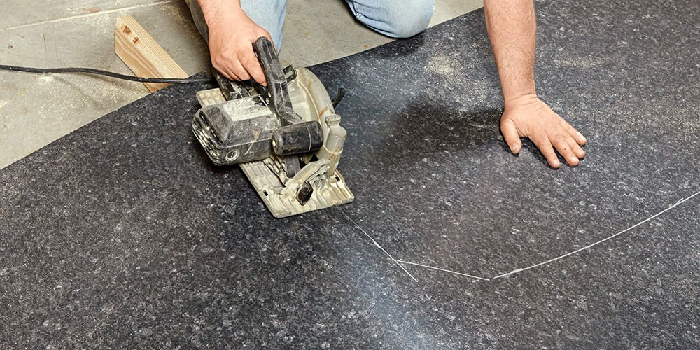 Cut-the-countertop1 How do you cut a laminate worktop and which circular saw blade should be used?