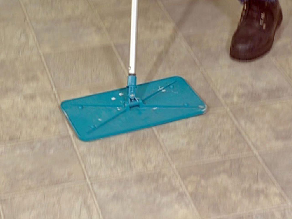 mop1 How to repair a wet laminate floor and avoid damage