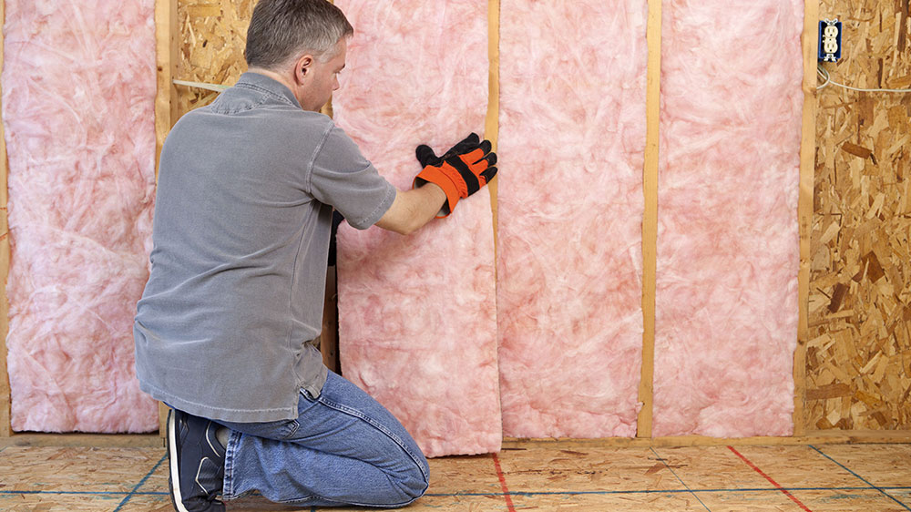 clean installation How to cut fiber insulation without problems