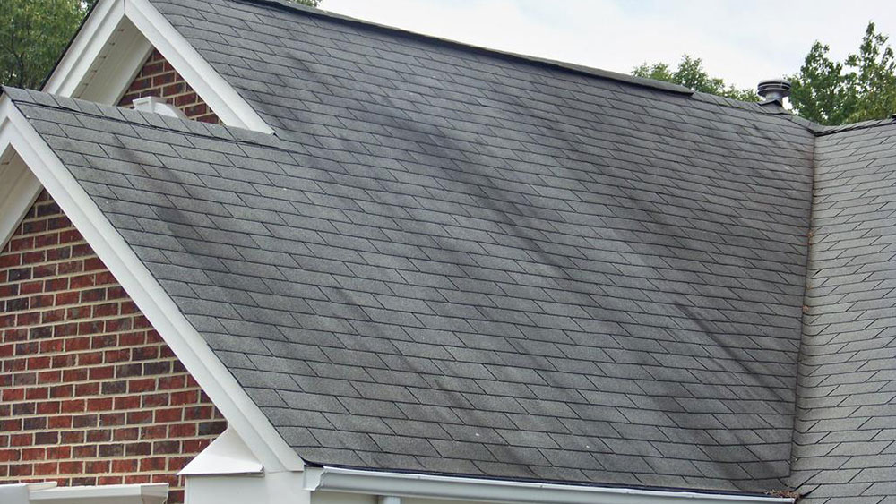 Dark streaks on the roof How long do asphalt shingles last and when should you change them?
