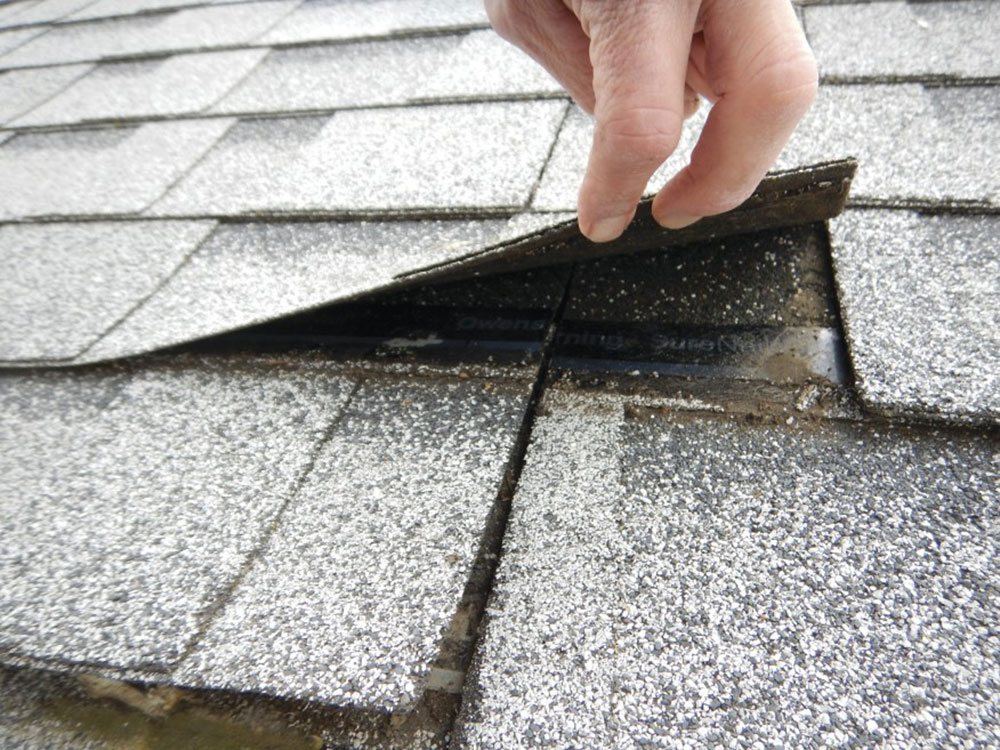 Soft Singling How long do asphalt shingles last and when should you change them?
