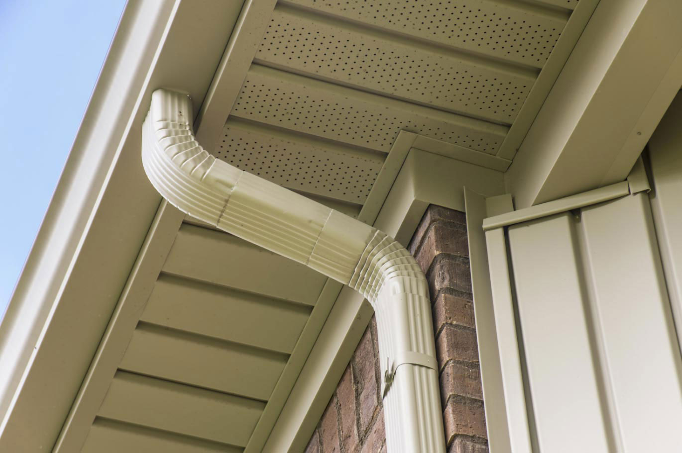 Aluminum How much do seamless gutters cost?  What you should expect