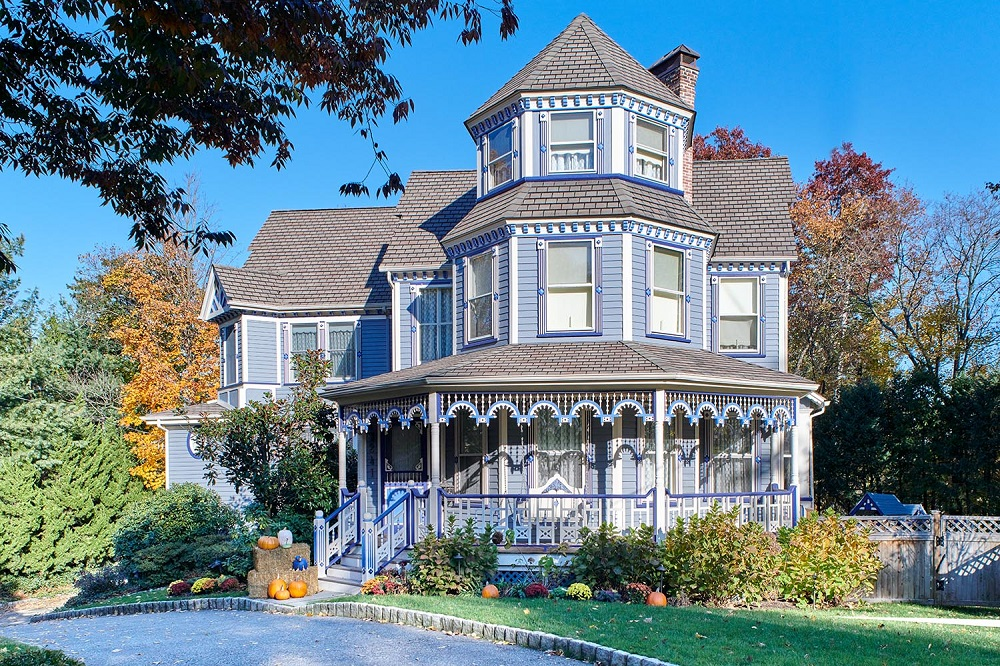 t7-27 What are Victorian houses and what defines their architecture?