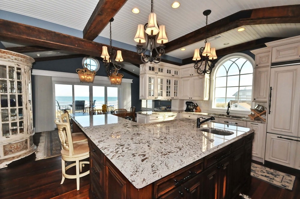 t3-122 Worktops made of white ice granite, inspiration and tips on how to use them