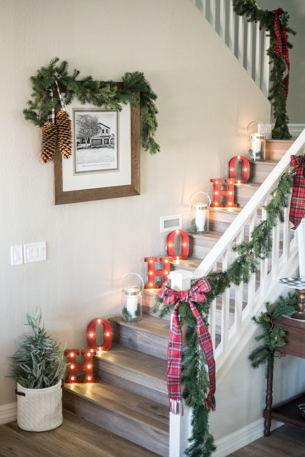 t3-2-1 Great decoration ideas for Christmas stairs that you should definitely try