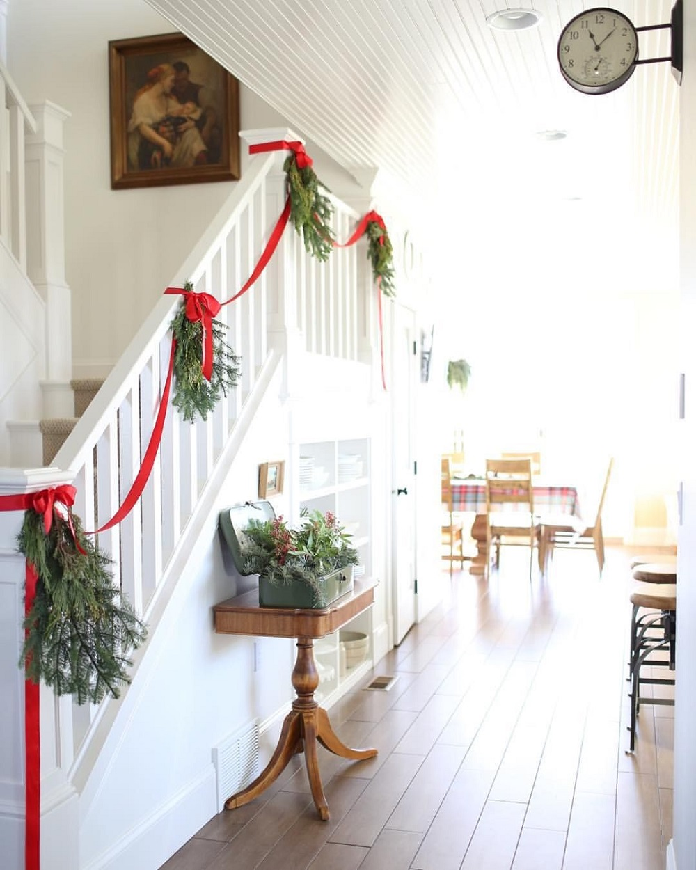 t3-128 Great decoration ideas for Christmas stairs that you should definitely try