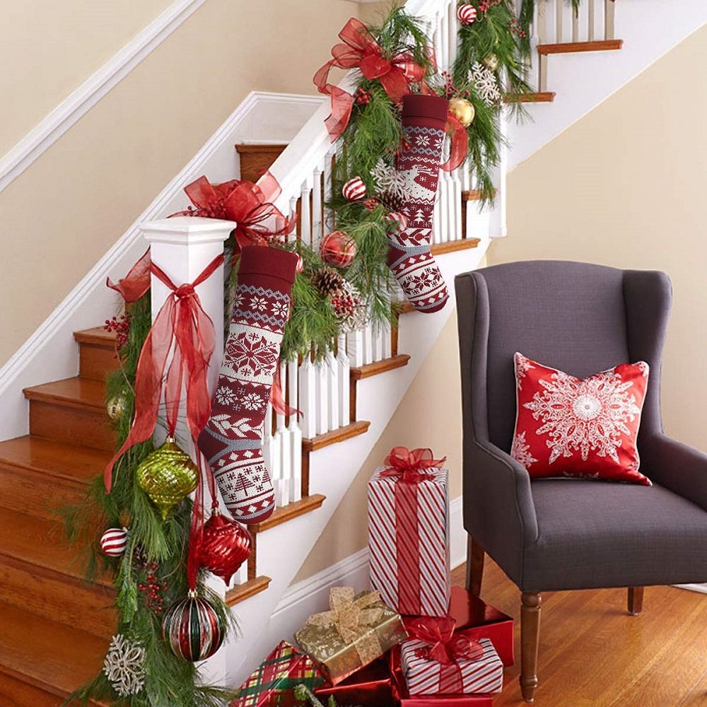 t3-132 Great decoration ideas for Christmas stairs that you should definitely try