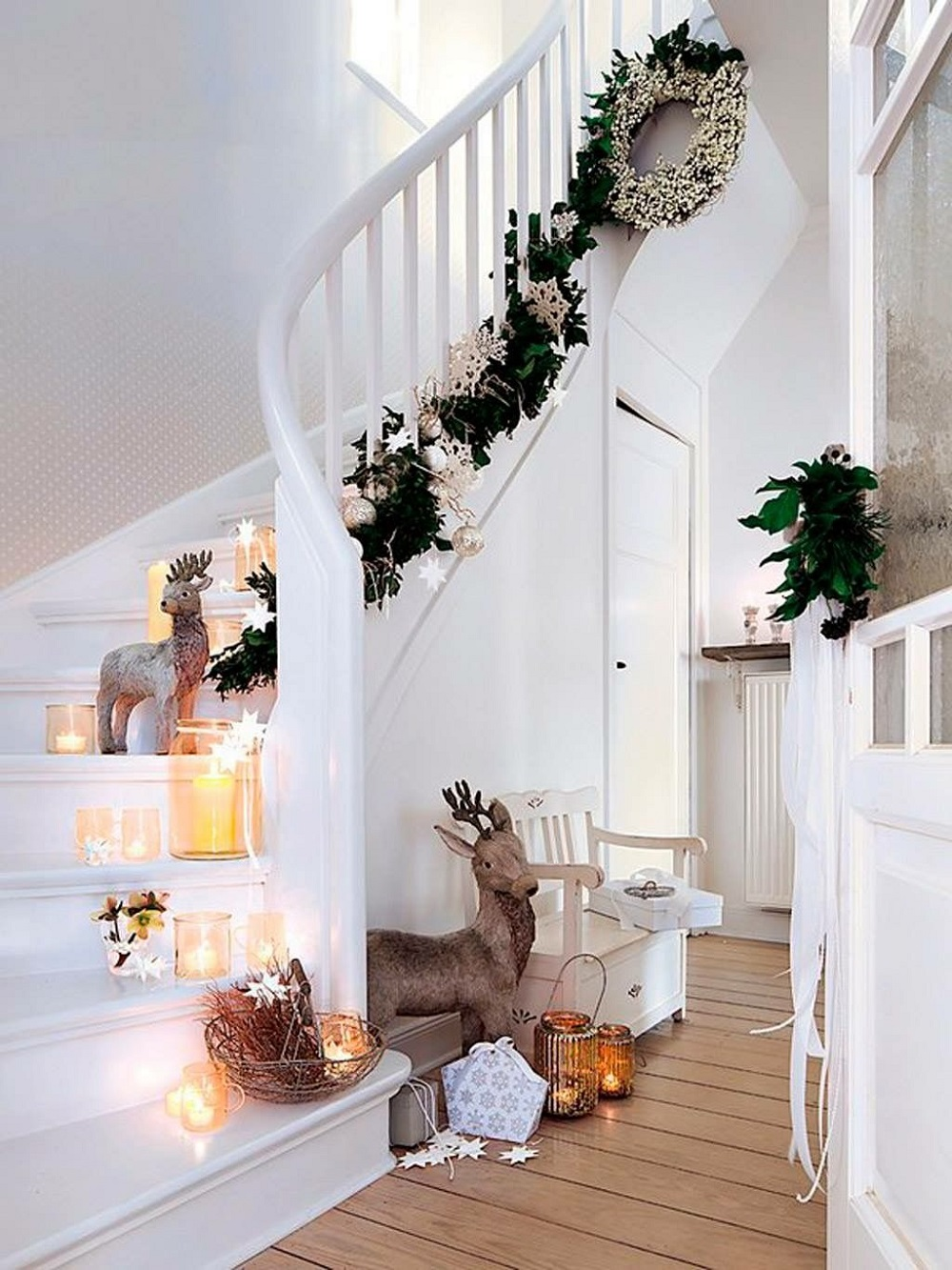 t3 Great decoration ideas for Christmas stairs that you should definitely try