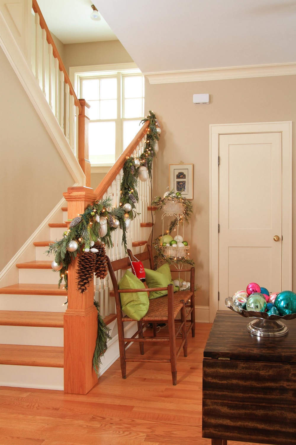 t3-158 Great decoration ideas for Christmas stairs that you should definitely try