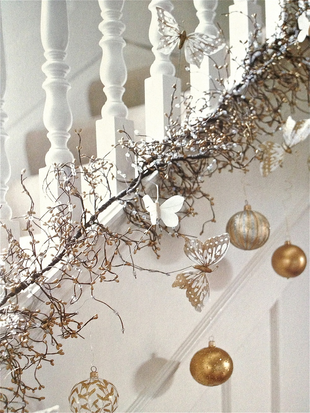 t5 Great decoration ideas for Christmas stairs that you should definitely try