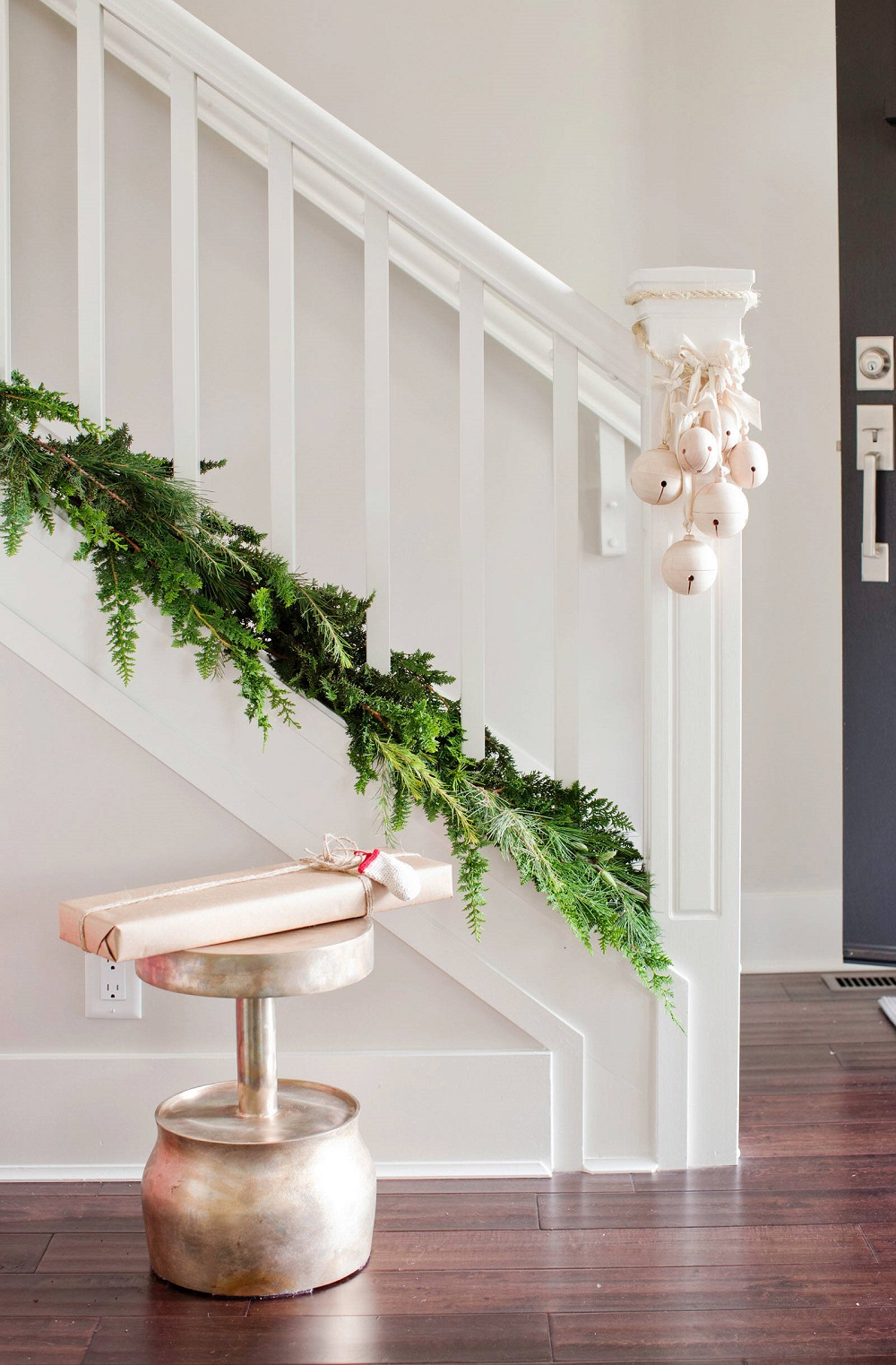 t3-1 Great ideas for decorating Christmas stairs that you should definitely try