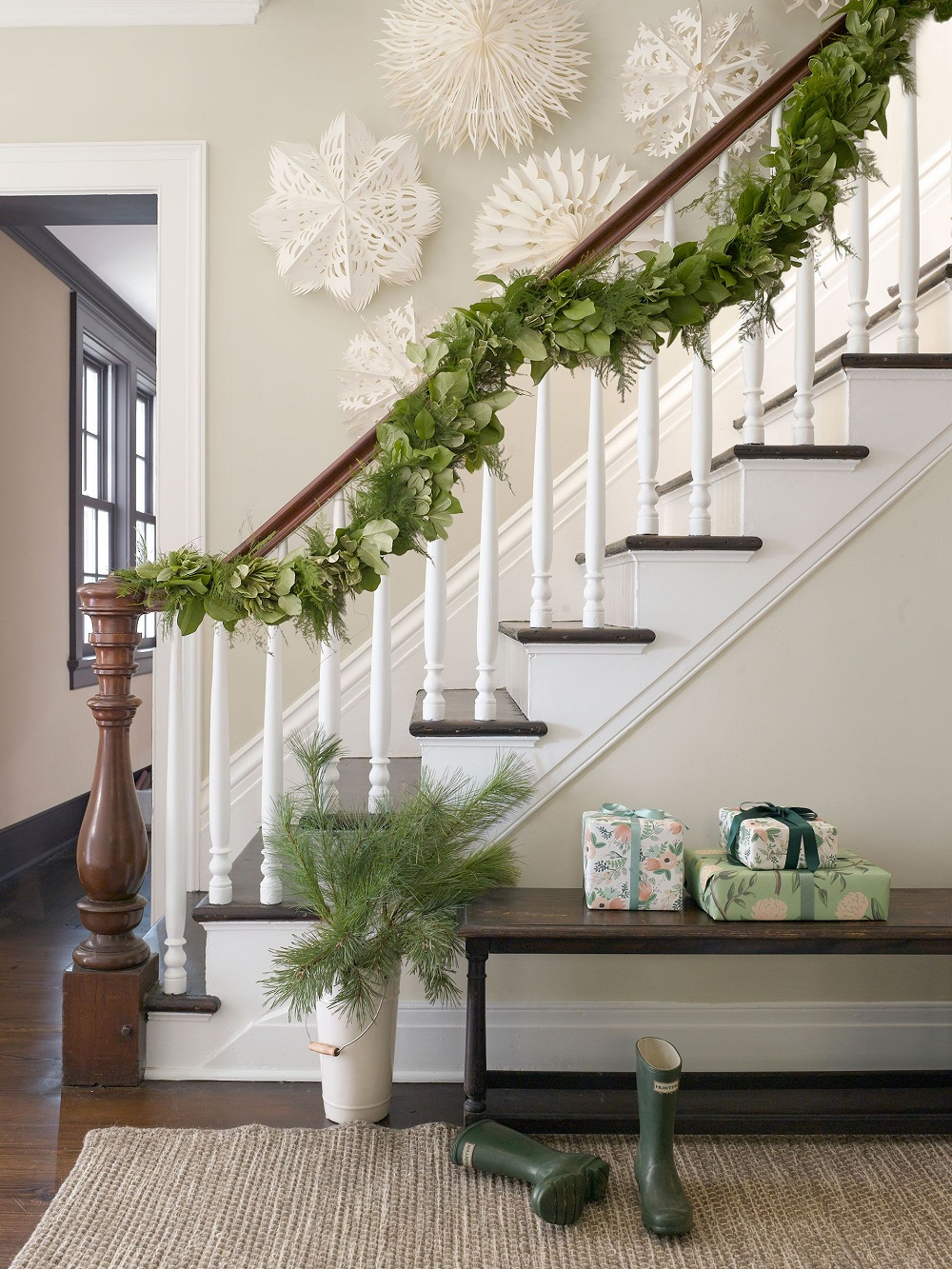 t3-133 Great ideas for decorating Christmas stairs that you should definitely try