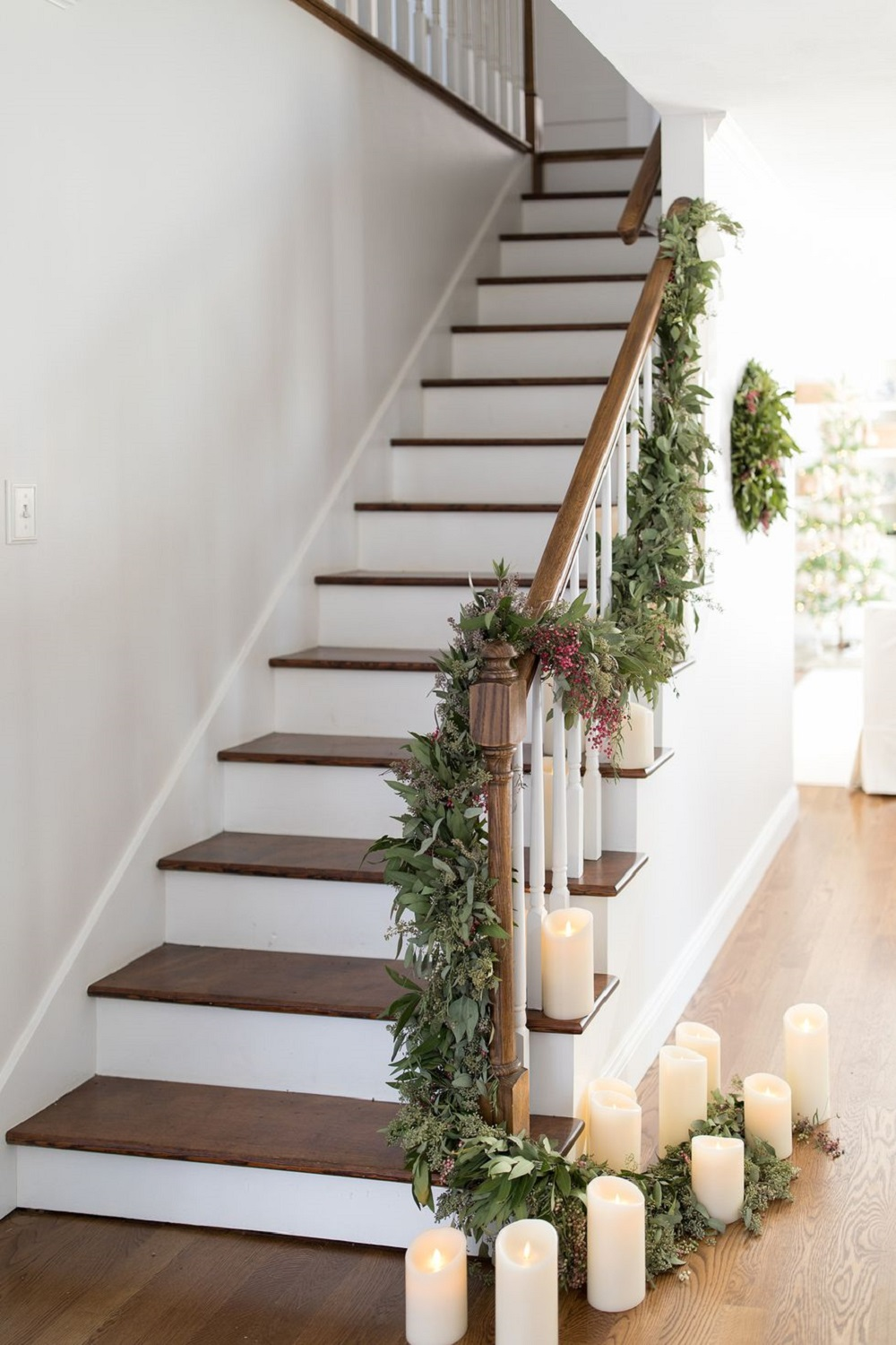 t3-126 Great ideas for decorating Christmas stairs that you should definitely try