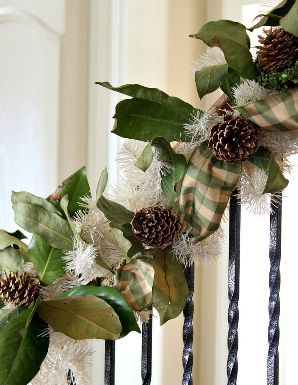 t3-129 Great decoration ideas for Christmas stairs that you should definitely try