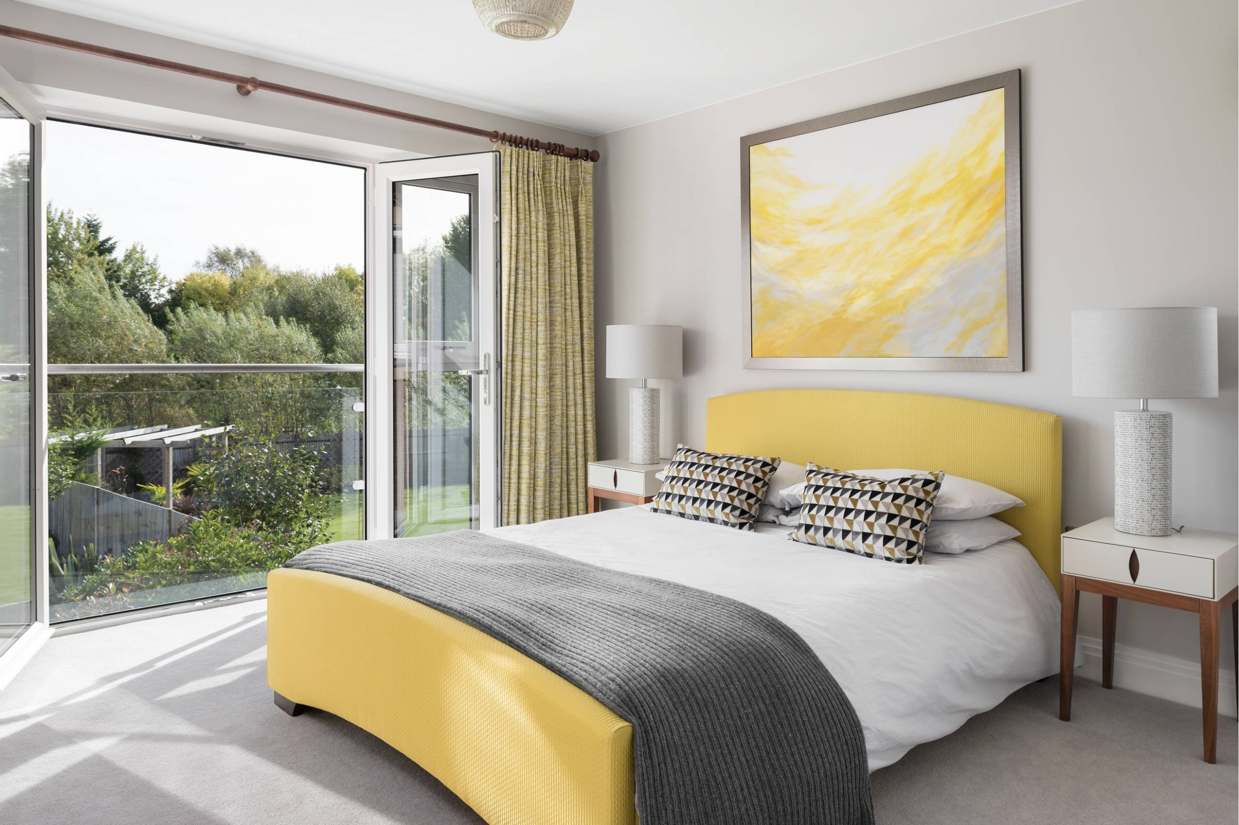 f8-1 How to create a Feng Shui bedroom layout with little effort