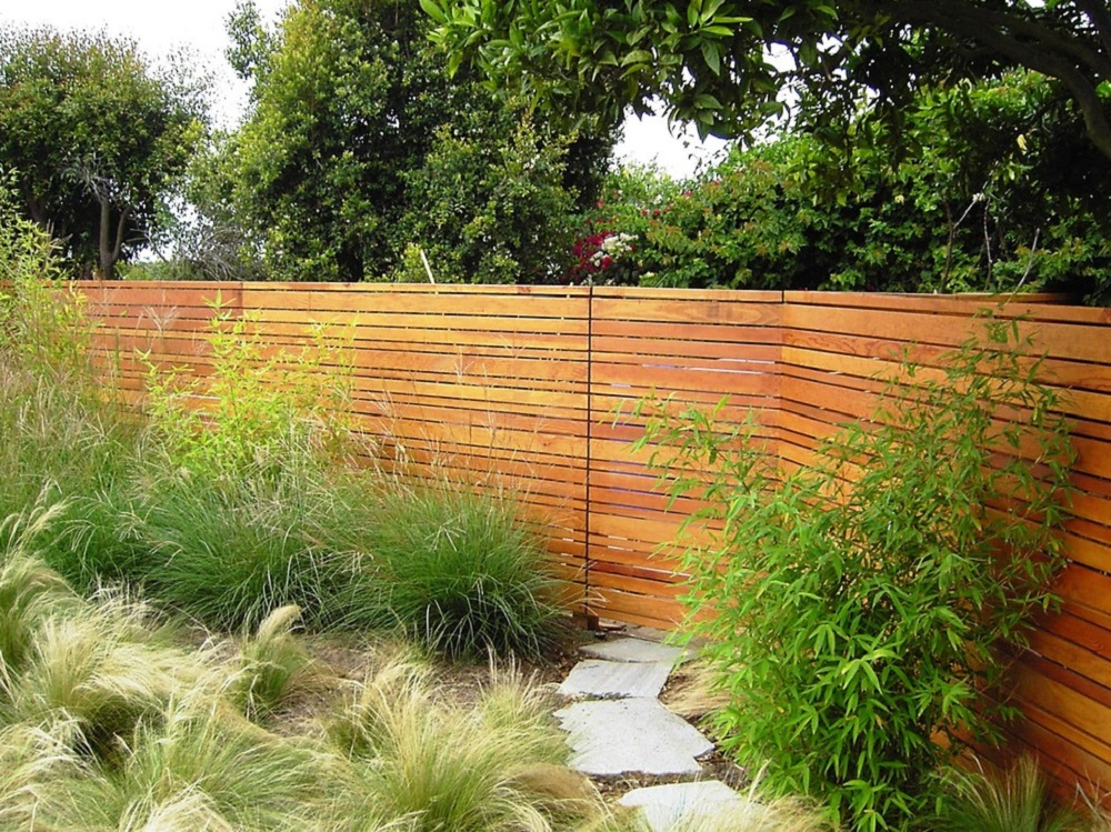 h17-1 ideas for horizontal wooden fences that look stunning