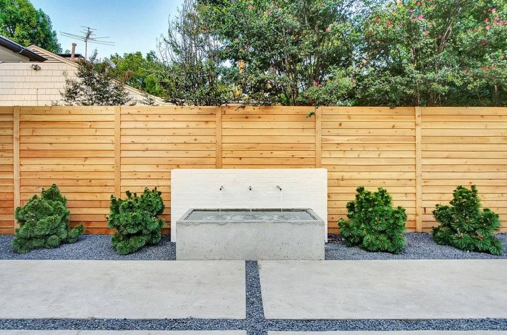 h4-1 Horizontal wooden fence ideas that look stunning