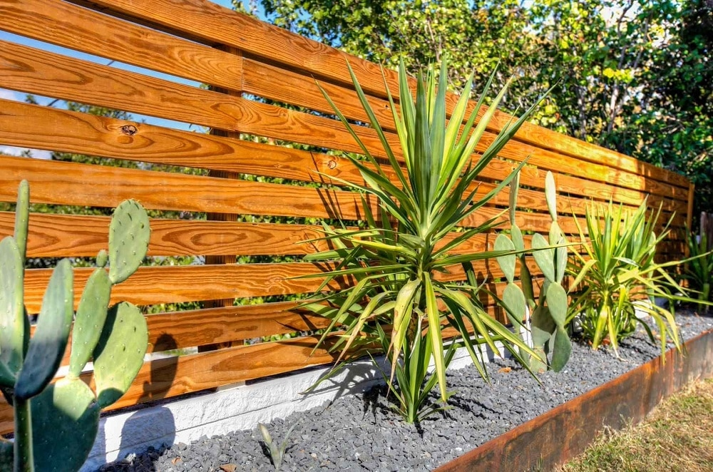 h6-1 ideas for horizontal wooden fences that look stunning