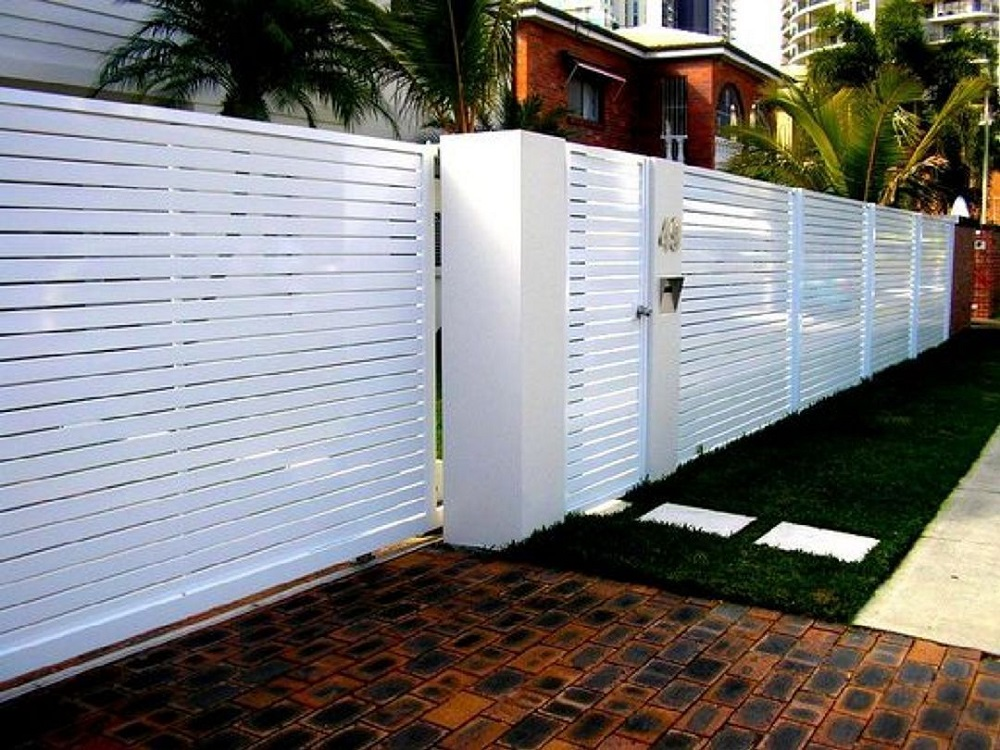 h14-1 Horizontal wooden fence ideas that look stunning