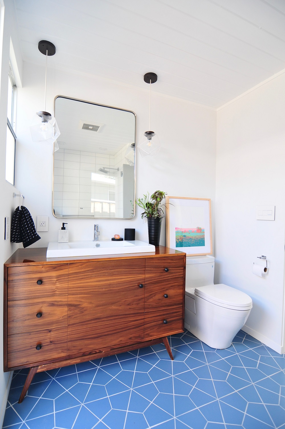 van5-1 Neat corner bathroom vanity ideas that you will find useful