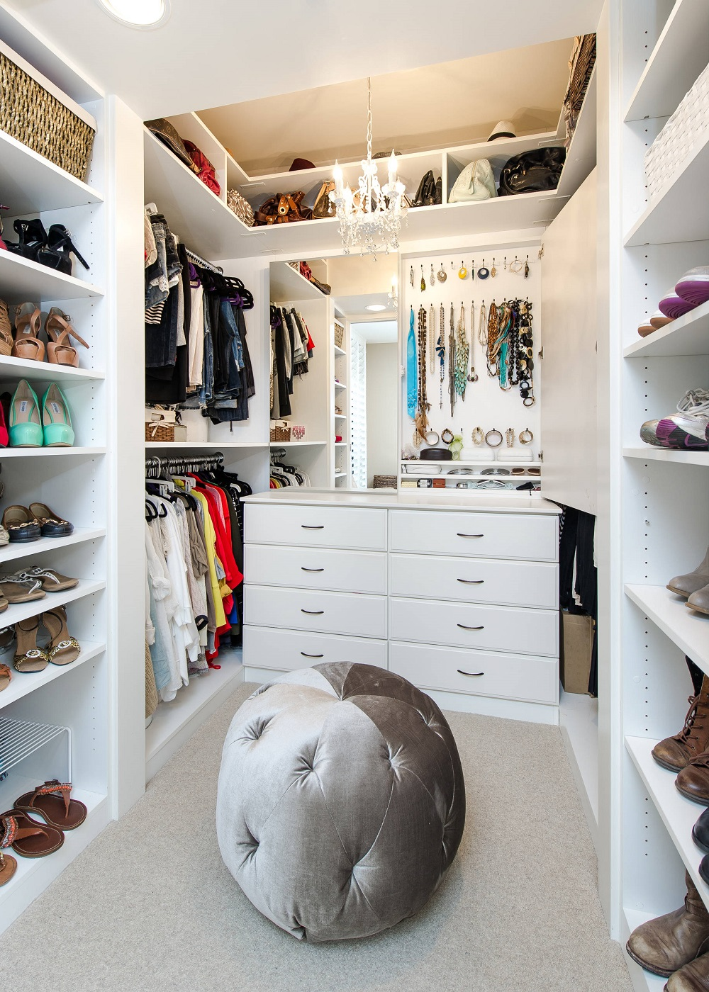wc16 Cool ideas for walk-in closets that you should have in your home