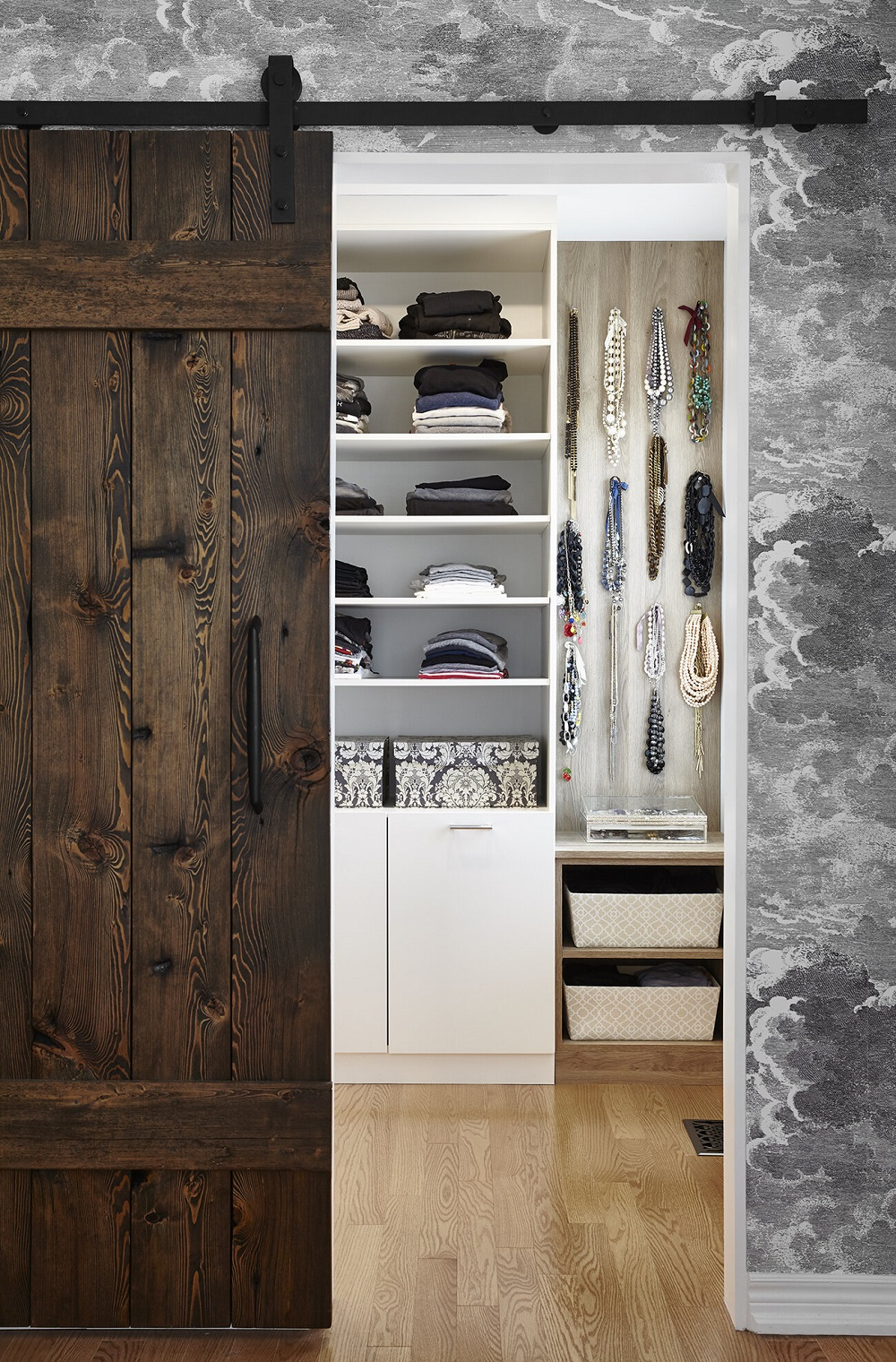 wc13-1 Cool ideas for walk-in closets that you should have in your home