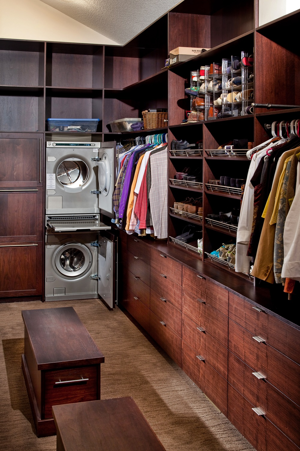 wc12 Cool walk-in closet ideas that you should have in your home