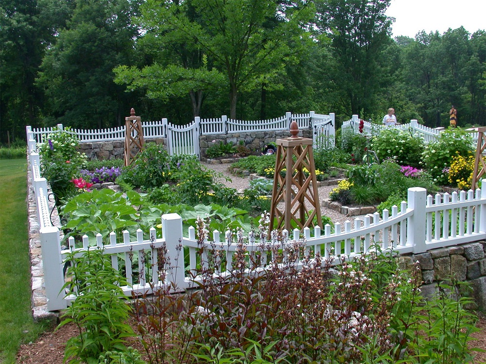 pix4-6 ideas for garden fences that are practical and also look good