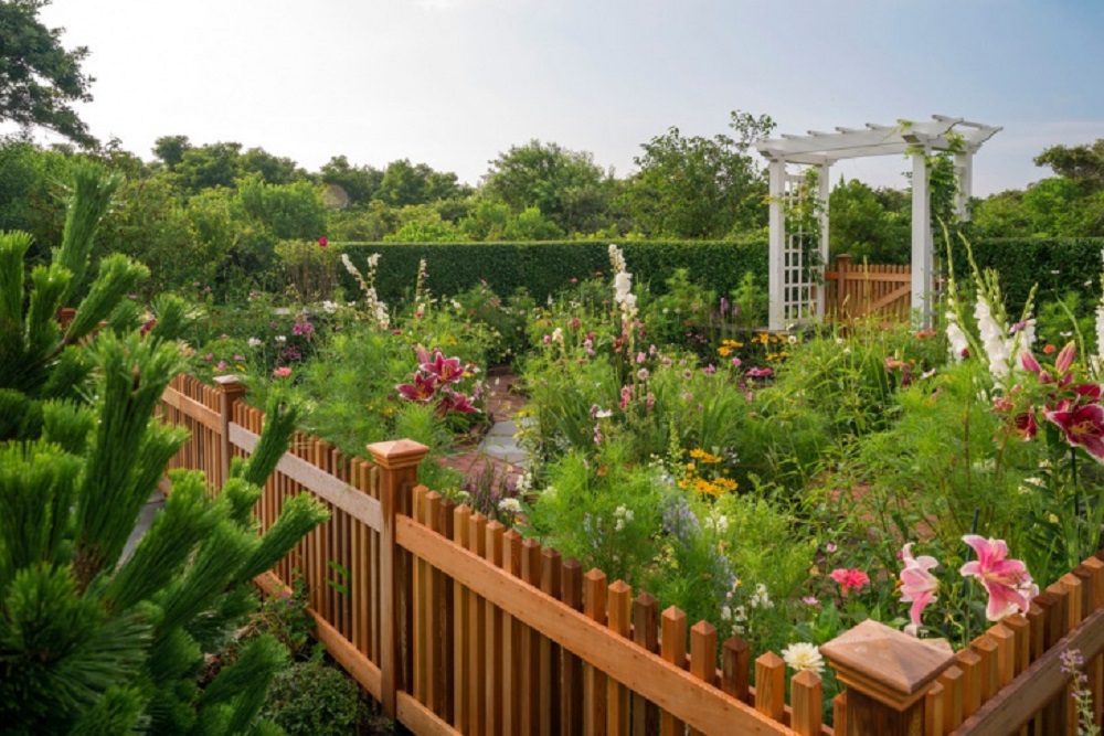 gd2 garden fence ideas that are practical and also look good