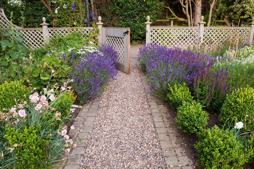 g4-1 ideas for garden fences that are practical and also look good