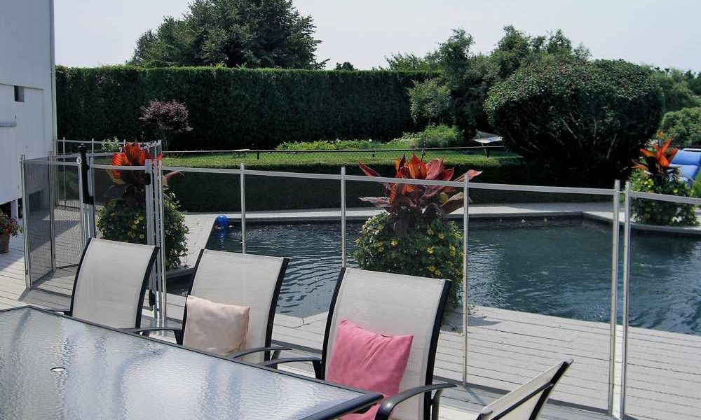 5a8cdfe3aee91400019448e2_Guardian-Pool-Fence-installed-in-Brookhaven-NY-1000x600 Pool Fence Ideas to make the pool look amazing