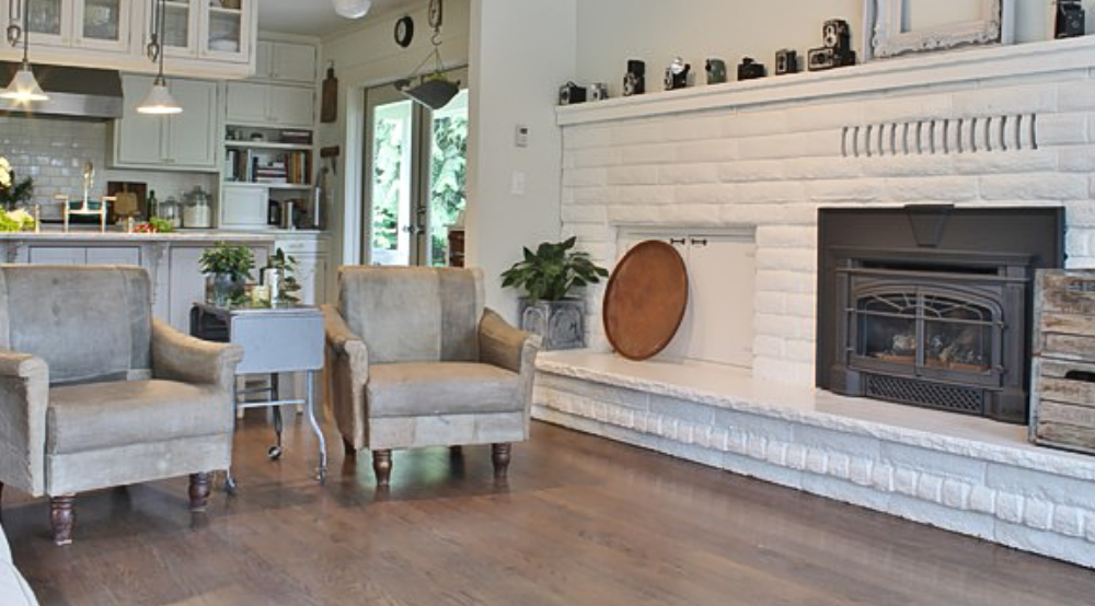 warm-1-1000x554 ideas of white brick that you can use in your living room