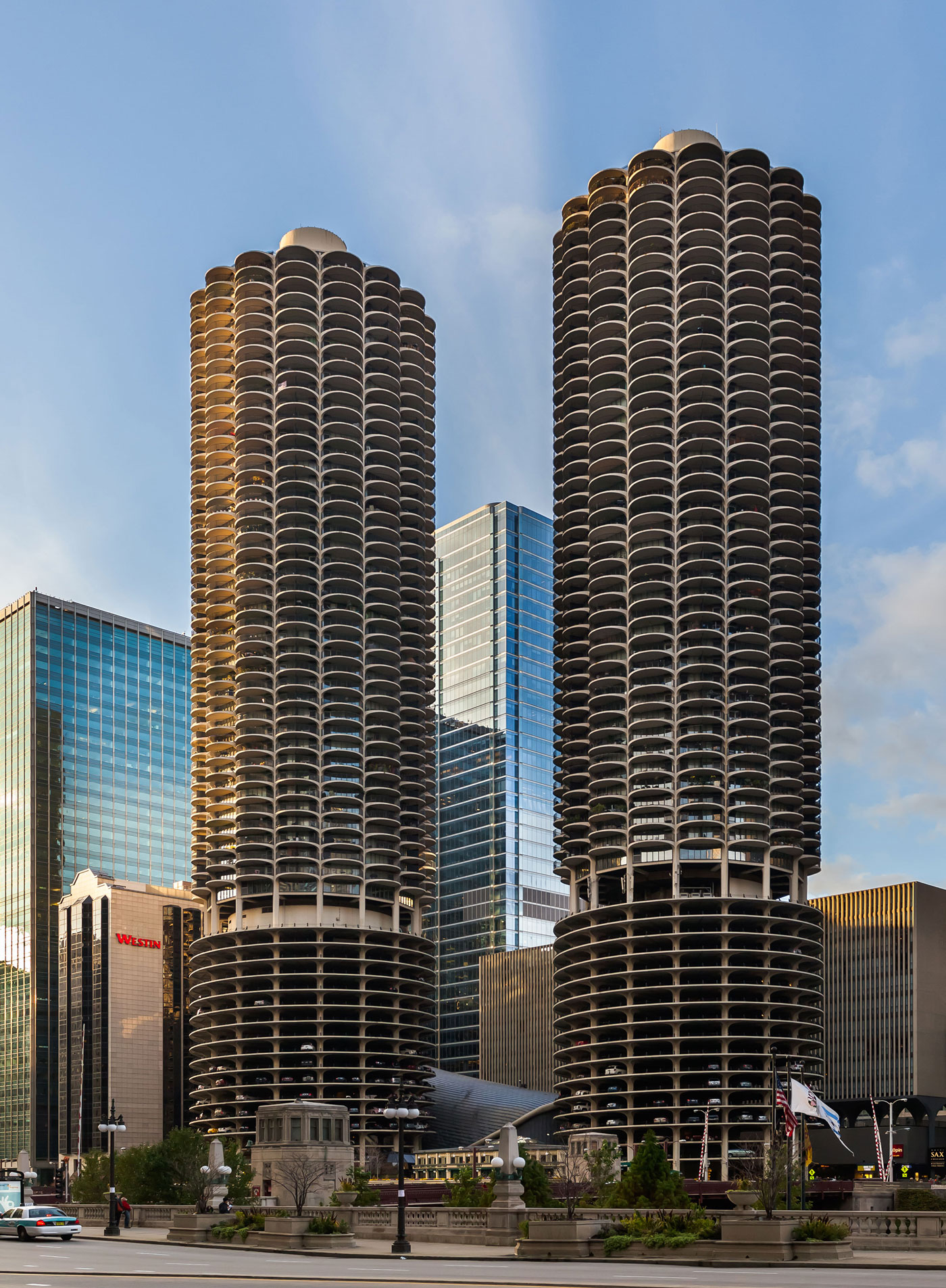 Skyscrapers of Marina_City_Chicago Chicago, the eye-catching tall buildings in the Windy City