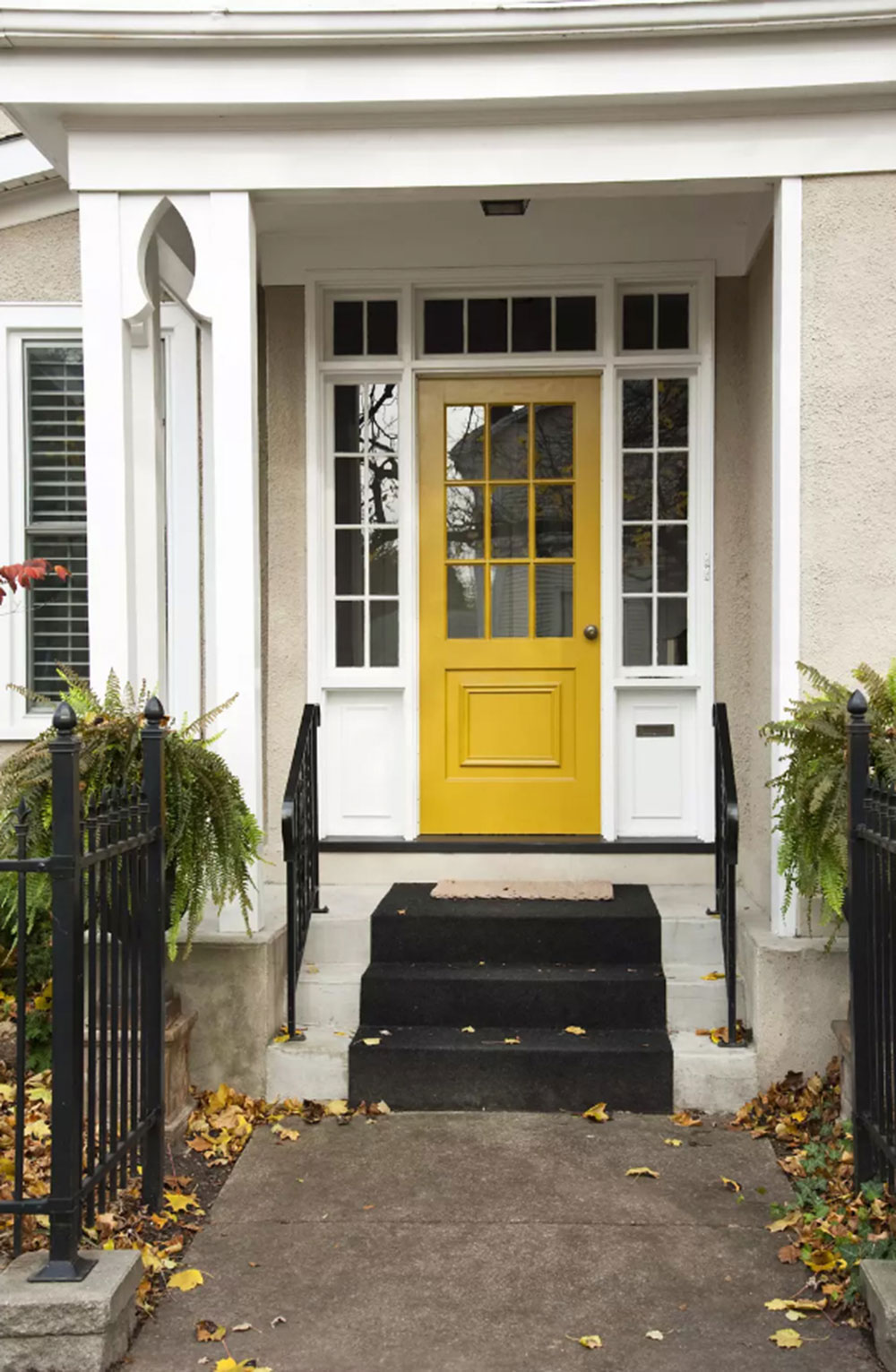 White-House-Yellow-Door Yellow front door Ideas for a lively house entrance