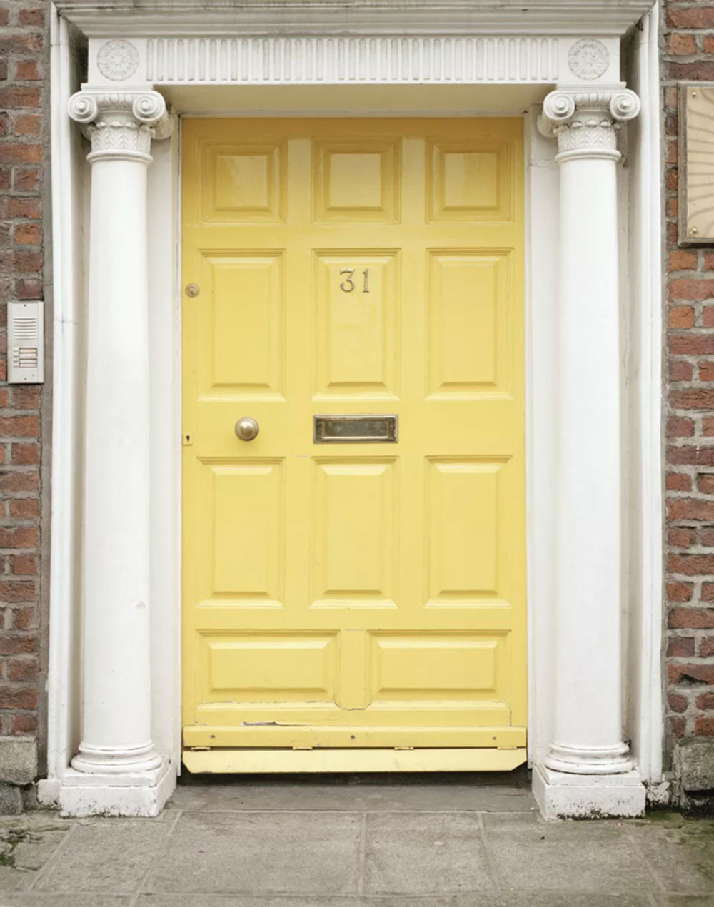 Neoclassical yellow door Yellow front door Ideas for a lively house entrance