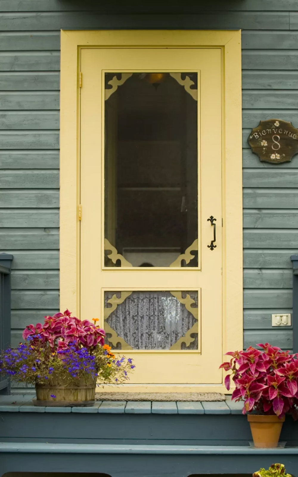 Old-Fashioned-Door Yellow front door Ideas for a lively house entrance