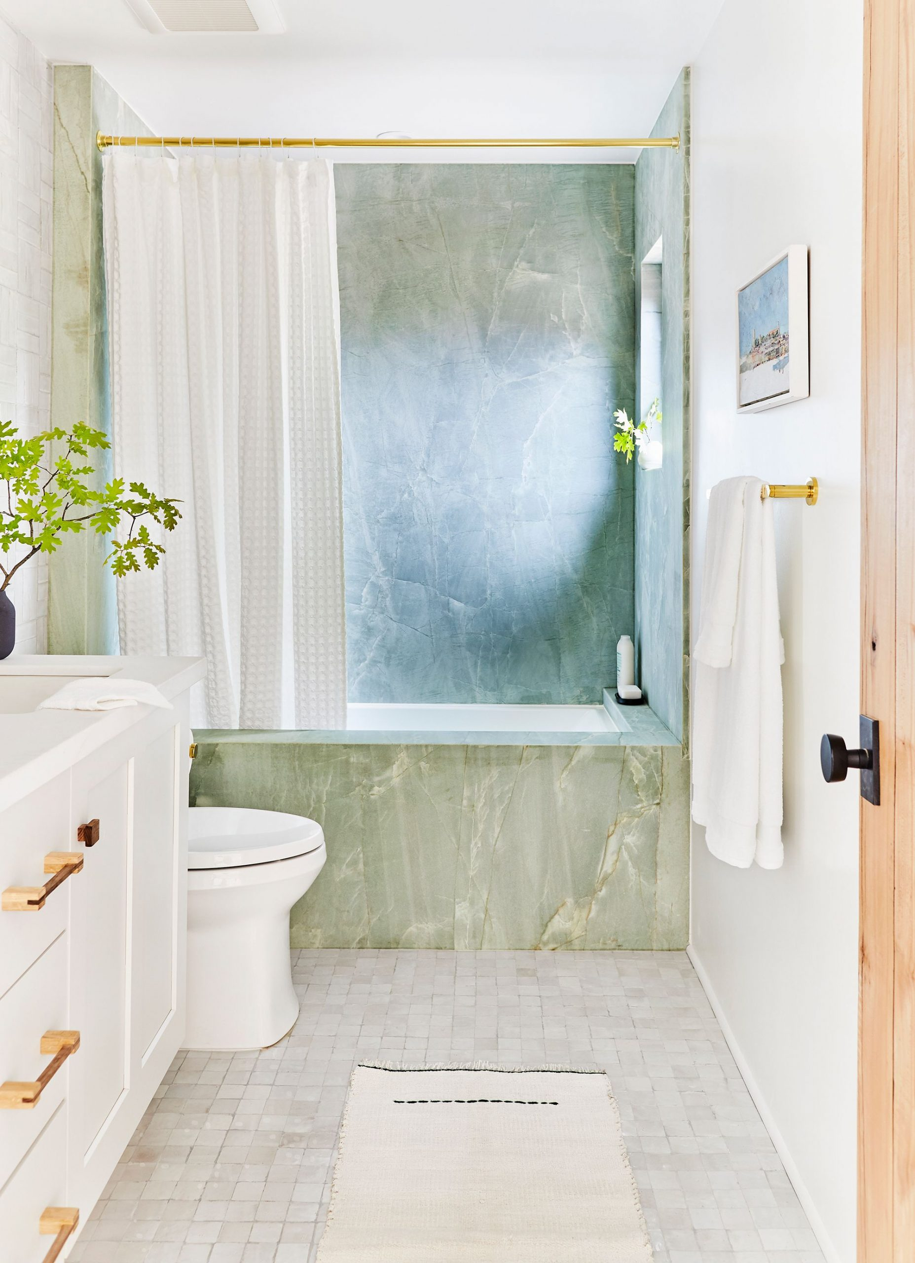 5 design tips that will make your small   bathroom much better